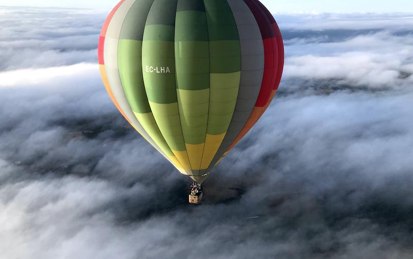 Balão de ar quente em Ribeira Sacra na Espanha.