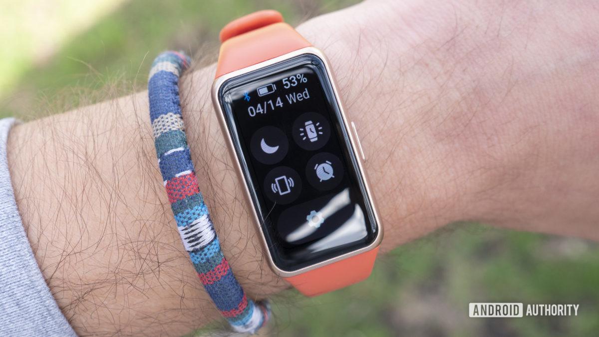 Huawei Band 6 analisa as configurações rápidas no pulso
