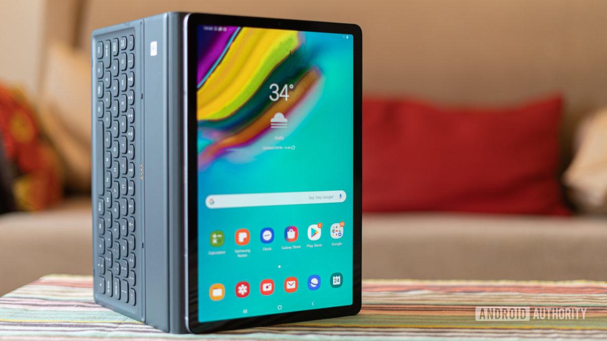 Galaxy Tab S5e com teclado conectado