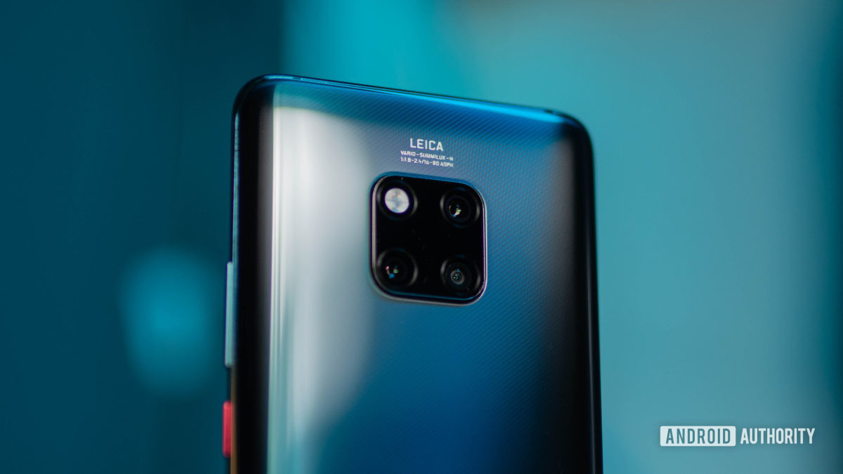 Huawei Mate 20 Pro com foco na caixa da câmera