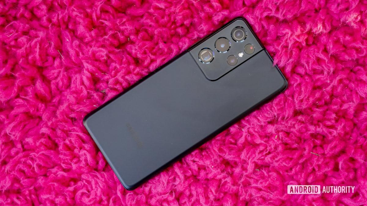 Samsung Galaxy S21 Ultra 5G na cor rosa