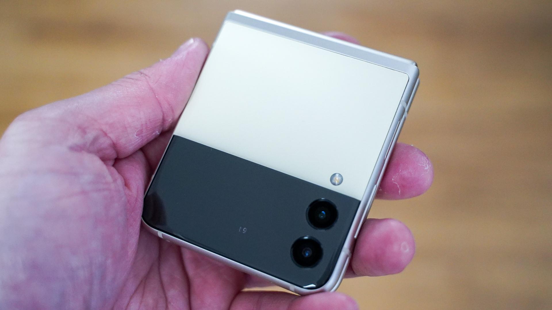Perfil frontal fechado do Samsung Galaxy Flip 3